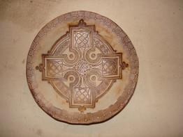 Sm Round Dish Celtic cross iron