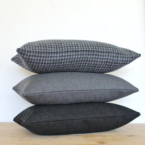 Coussin en feutrine de laine gris