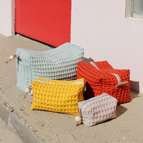 """Trousse de toilette """"Bébé"""" en nid d'abeille, 8 couleurs / 4 tailles"""