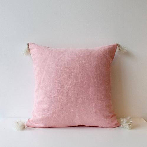 Housse de coussin en lin rose bonbon avec pompons mohair