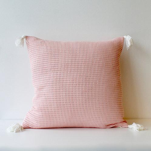 Housse de coussin en nid d'abeille rose pâle avec pompons velours