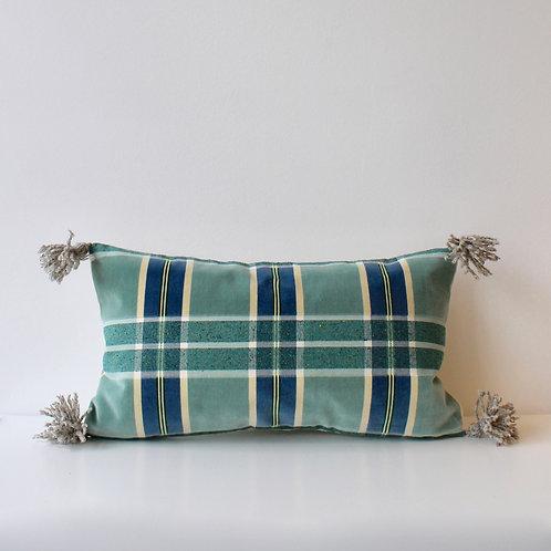 Housse de coussin double face : velours à carreaux / lin + pompons laine