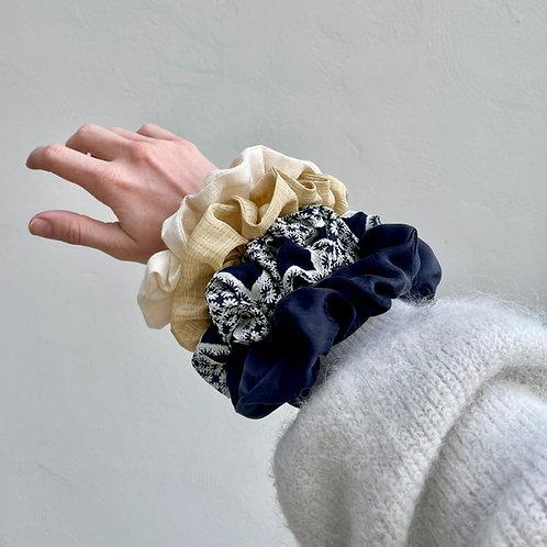Chouchou oversized en soie bleu nuit