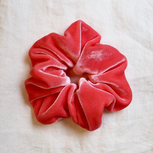 Chouchou oversized en velours de soie rose bonbon