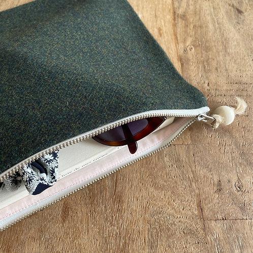 Pochette rectangle en lainage vert foncé