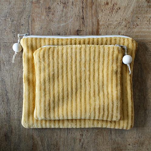 Pochette rectangle en velours jaune moutarde