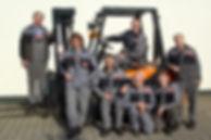 Hahnen Gabelstapler Team vor dem DOOSAN Gabelstapler in Kempen, Niederrhein, NRW.