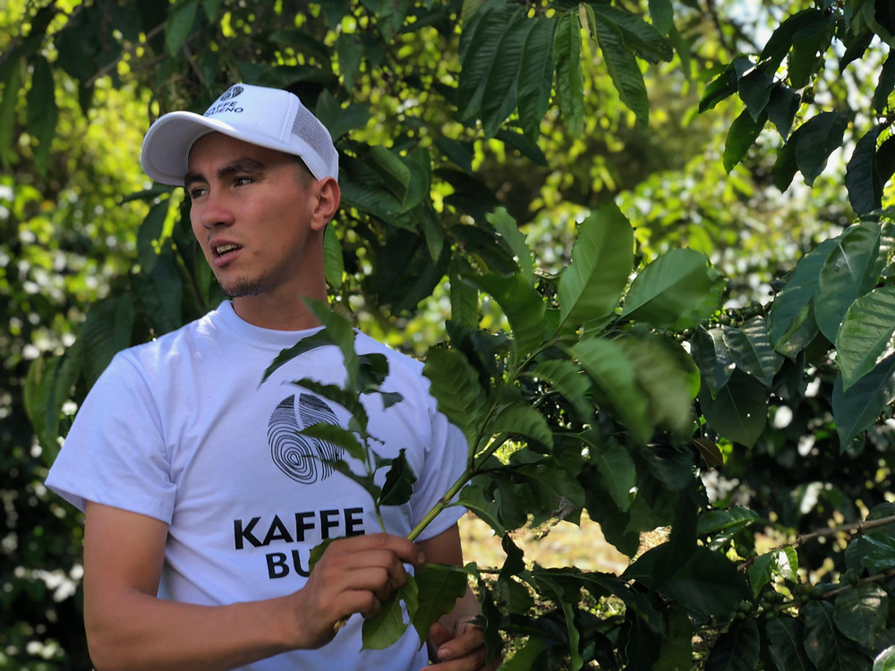 Cristian, Yiver's son, sharing his thoughts on organic farming in Colombia. Photo by: Kaffe Bueno