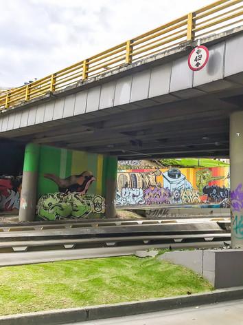 Mural ubicado sobre la Avenida El Dorado, pasando la 7a