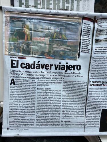 Performance 3: Historia sobre 'El cadáver viajero' una historia de un hombre que busca la verdad y en el proceso nos habla del problema de los falsos positivos en Colombia.