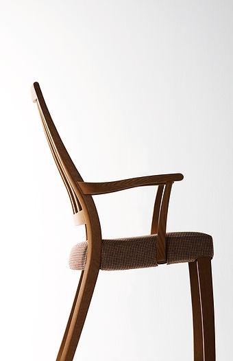 曲げ木を使った椅子2.jpg