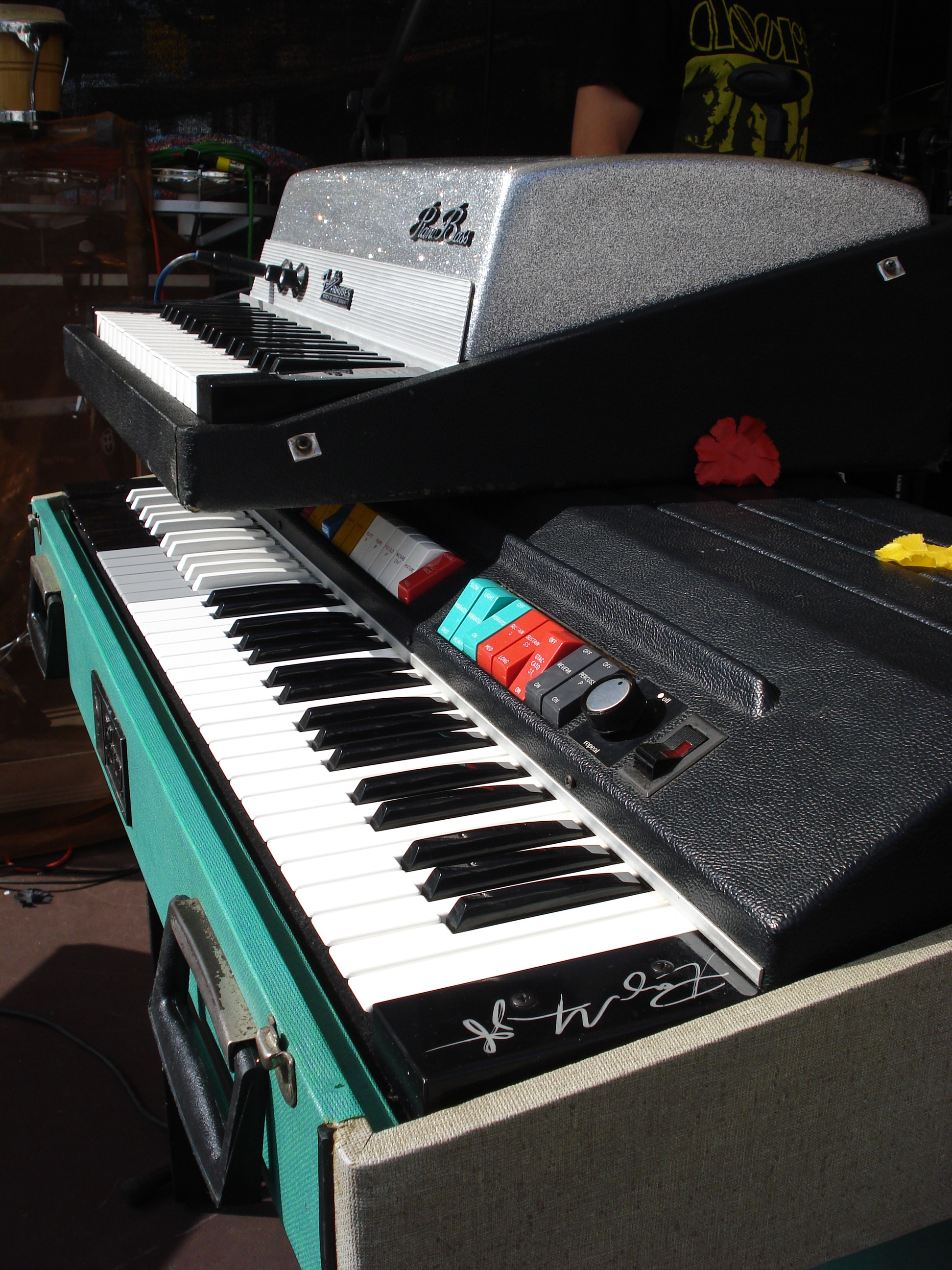 Fender Rhodes Piano Bass 1968 + Gibson G101 1968 by Thomas Vogt _2