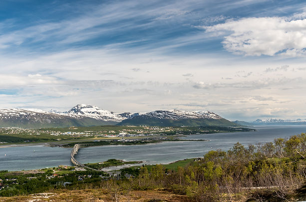 Utsikt over Tromsøya og Tromsdalstinden