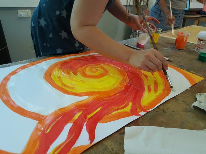 ציור אינטואיטיבי בגואש בצבעי אש