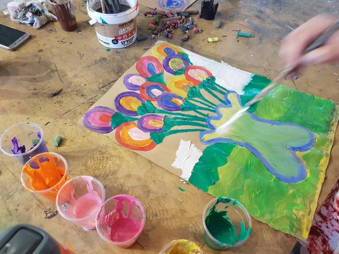 ציור גואש של אגרטל פרחים