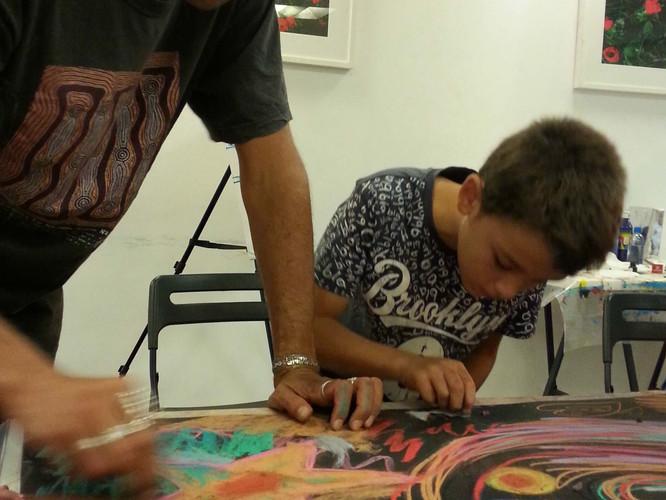 אבא ובן מציירים יחד