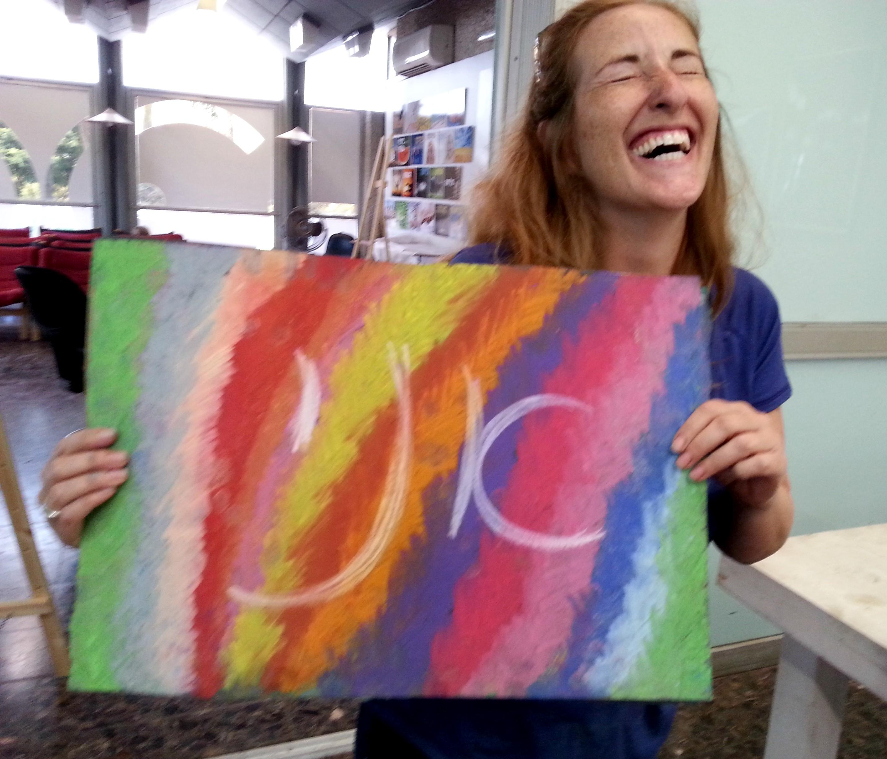 משתתפת מאושרת מציור אינטואיטיבי