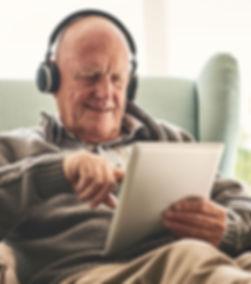 man-met-tablet-v1.jpg