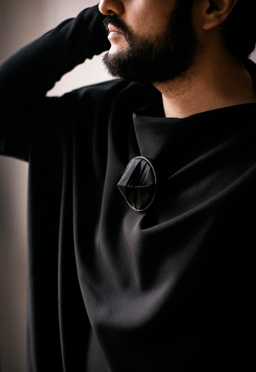 Fragmentos de la Soledad 2 - Brooch, wood , shirt parts, cotton thread, steel wire - 2020