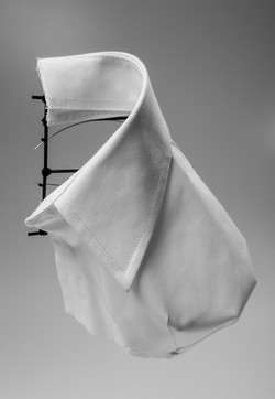 Rito Cardíaco - Brooch, Shirt parts, brass, cotton thread, steel wire. 2015.