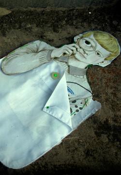 Donde esta lo que busco - Brooch, Shirt parts, illustrations, cotton thread. 2008.