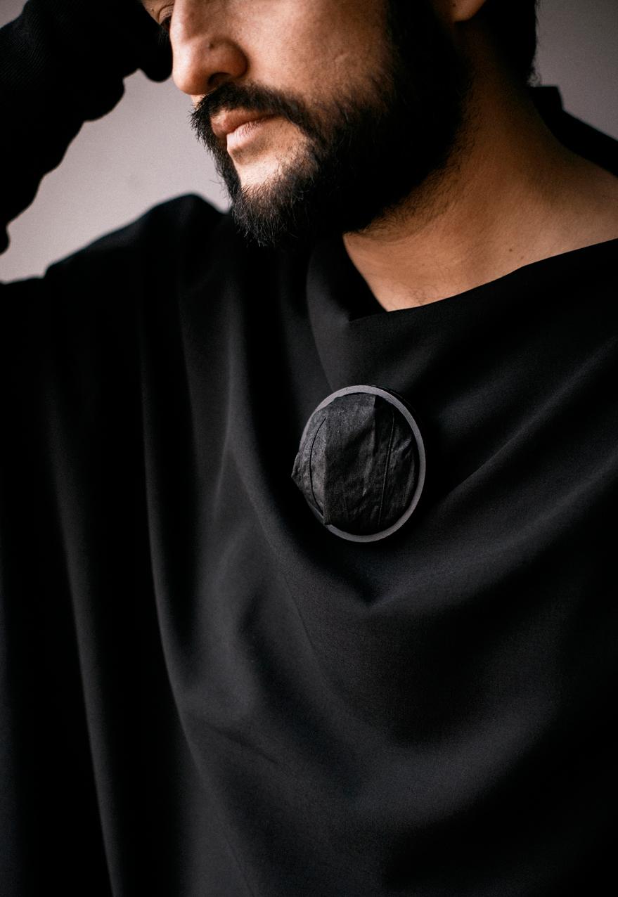 Fragmentos de la Soledad 1 - Brooch, wood , shirt parts, cotton thread, steel wire - 2020