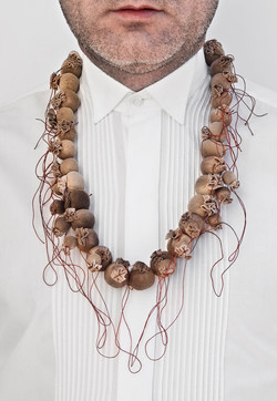 Café perlado - Necklace. Coffee, Nylon, silver, cotton thread. 2009.