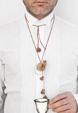 El último deseo - Pendant. Coffee, Nylon, silver, cotton thread. 2009.