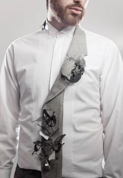 De Tripa a Corazón -  Pendant, Brass, jacket part,cotton thread.