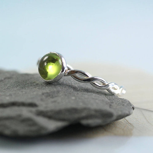 Hammered Twist Ring - Silver with Peridot