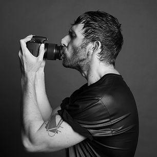 Ruben Tomas Self portrait with camera_01