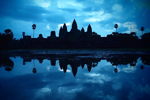 silhouette-of-angkor-wat-at-dawn-just-be