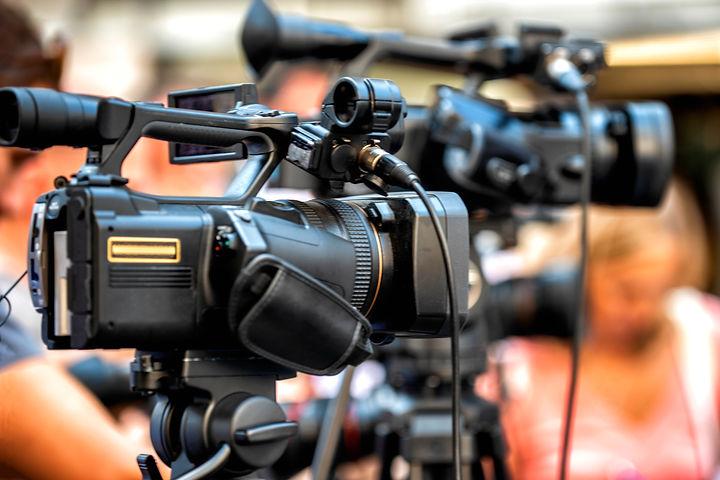 media-event-cameras-recording-PZ5N8DE.jp