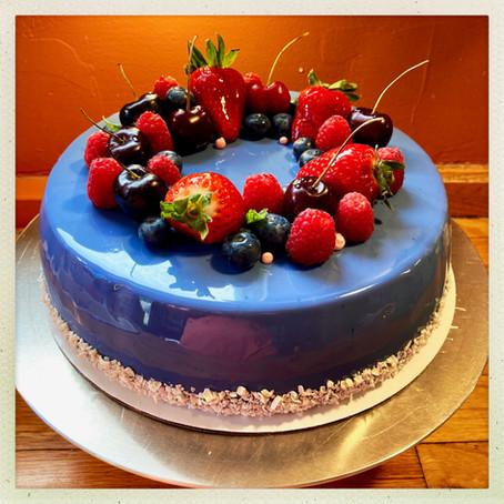 Vanilla Buttercream Cake with Fresh Berries
