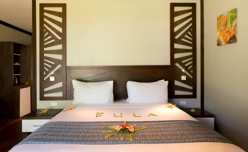 Yatule_Resort_Spa-Deluxe_Beachfront_Bure-Bett