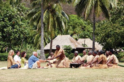 Kava-Zeremonie in einem fidschianischen Dorf