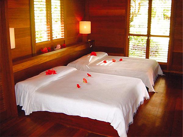 Hotel_Matira-Bora_Bora-Bungalow-Schlafzimmer