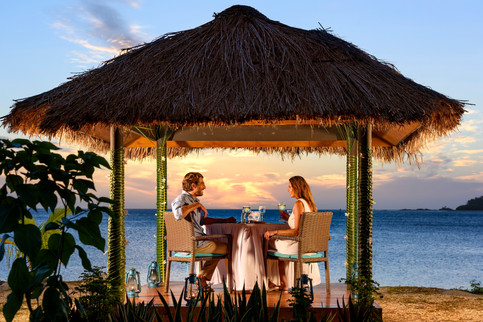 Romantisches Sunset Dinner in Fiji