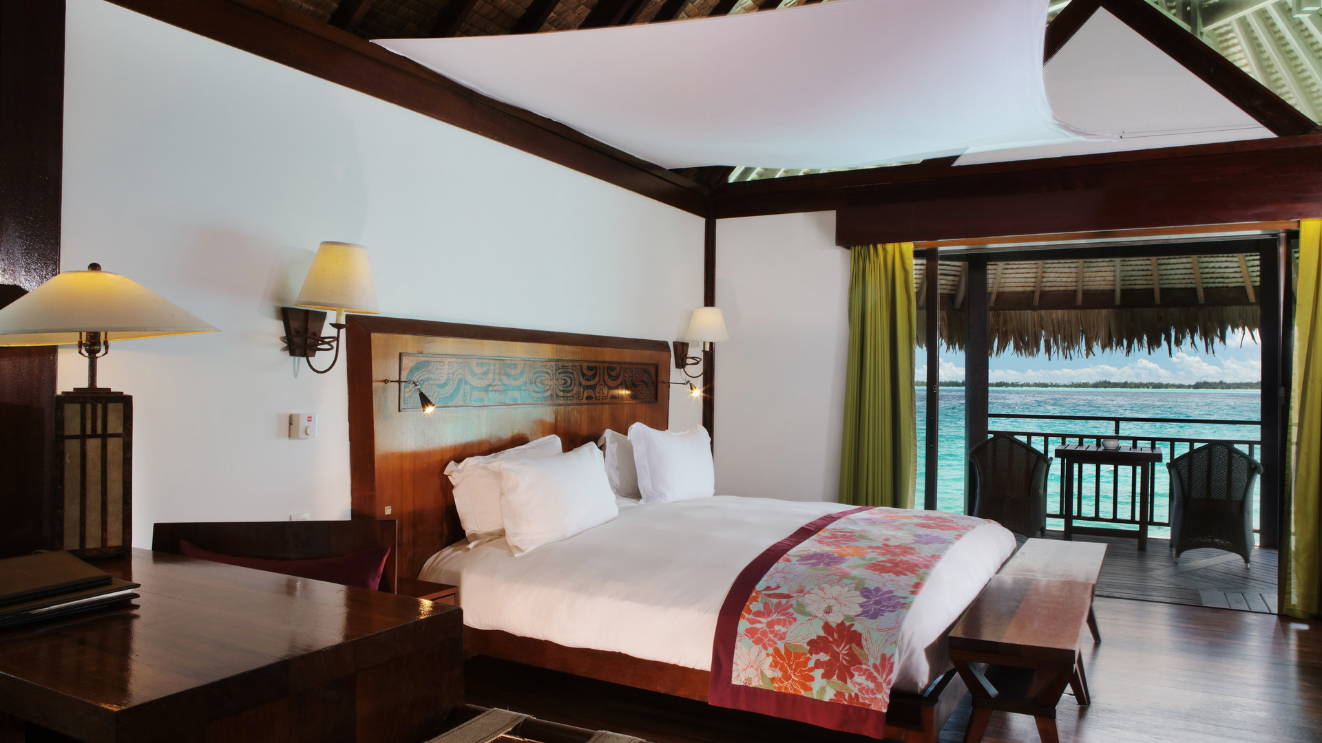 Sofitel_Bora_Bora_Private_Island-Luxury_Overwater_Bungalow_Lagunenblick