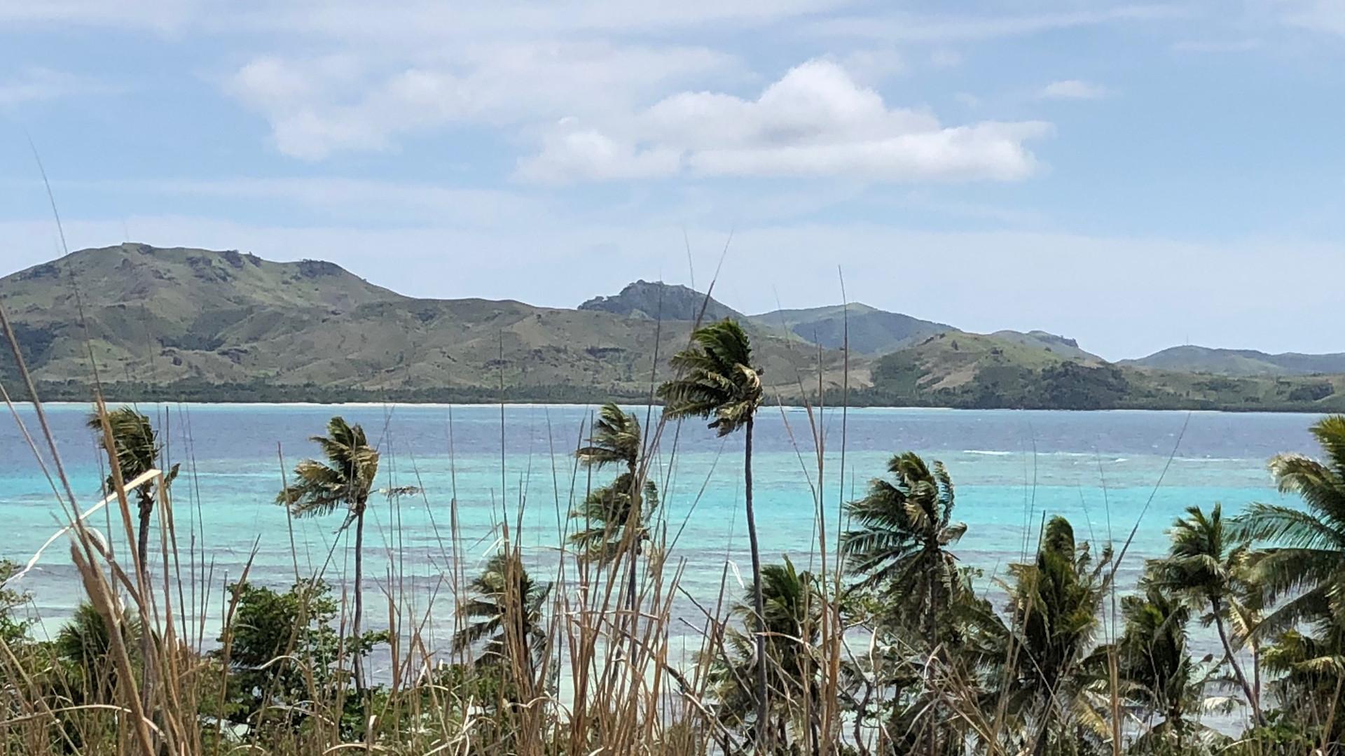Blue_Lagoon_Cruises-Nanuya_Island_walk