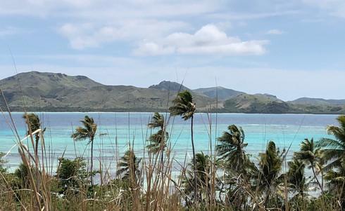 Blue_Lagoon_Cruises-Nanuya-Island_walk