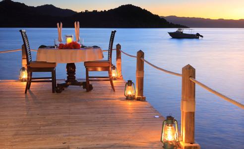 Matangi_Island_Resort-romantisches_Dinner