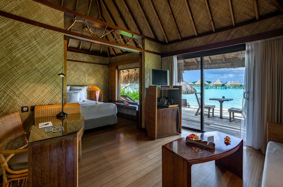 InterContinental_Bora_Bora_Le_Moana_Resort-Beach_Bungalow-Innen