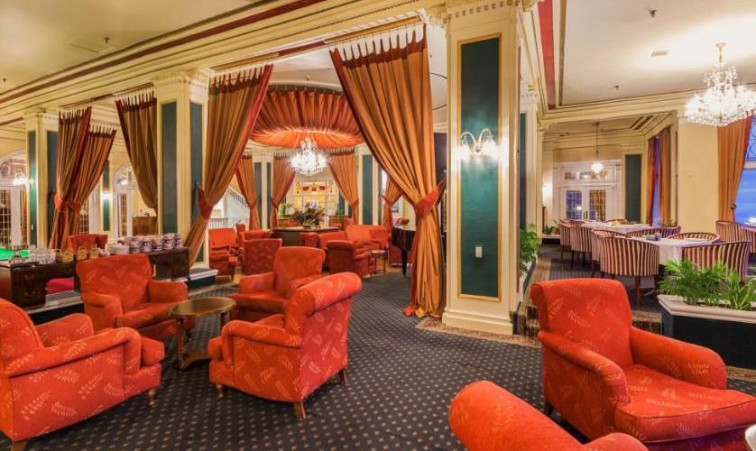 Chateau_Tongariro_Hotel-Lounge