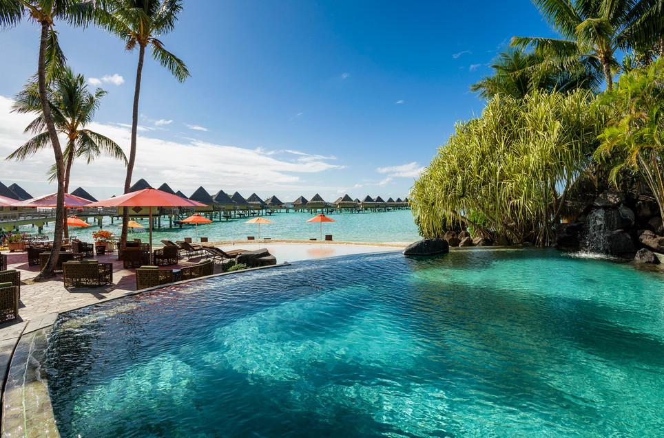InterContinental_Bora_Bora_Le_Moana_Resort-Swimmingpool