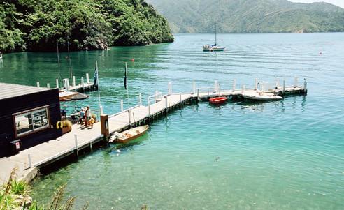 Bay_of_Many_Coves_Resort-Bootssteg