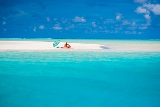 Honeymoon-Feelings pur auf Sandbank auf Aitutaki