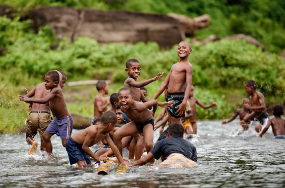 Fijianische Kinder / Navua River