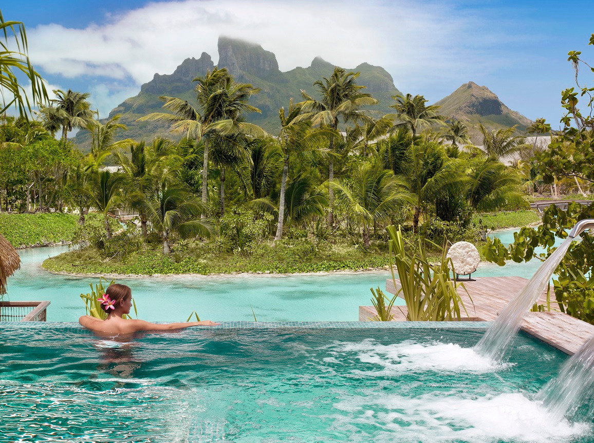 Four_Seasons_Resort_Bora_Bora-Spa_Bereich_Pool