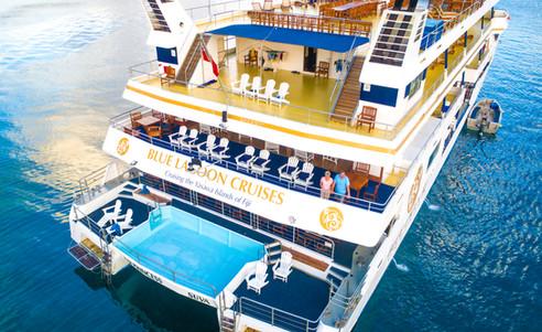 Blue_Lagoon_Cruises-Schiff-hinten